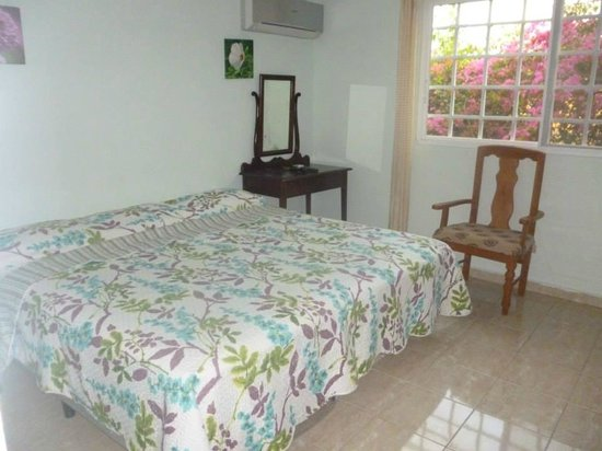 Bell Park View Guest House: Peach Room