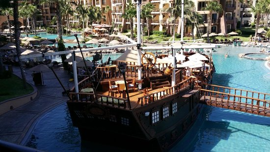 Villa del Arco Beach Resort & Spa Cabo San Lucas : The pirate ship