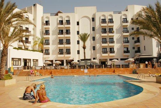 Hotel Oasis: The pool area