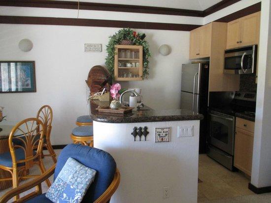 Kiahuna Plantation Resort: unit 61 kitchen area