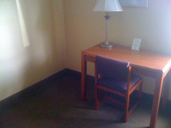 Days Inn By Wyndham Houma La: Corner With Desk