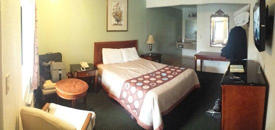 Monterey Oceanside Inn: From the door looking in.