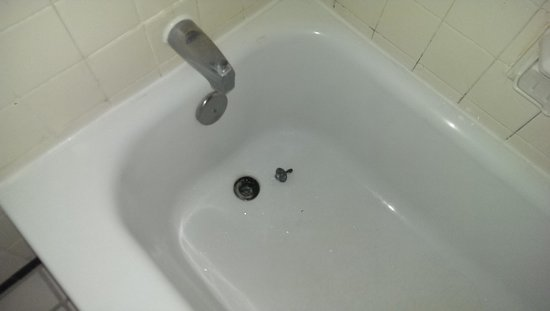 The Shawnee Inn and Golf Resort: This is how we found the tub