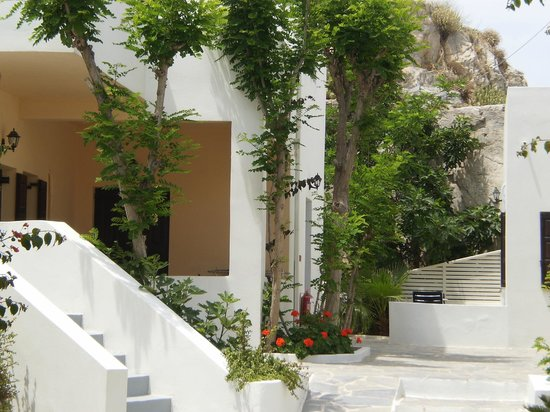 Bellonias Villas: Surrounding our room