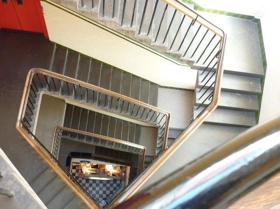 Edinburgh Backpackers Hostel: Stairway not for the faint of heart