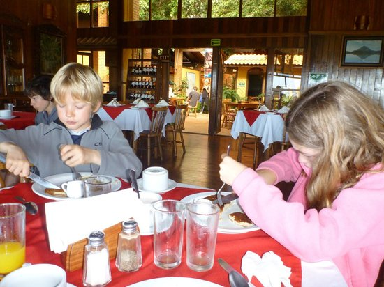 Arenal Lodge: Breakfast in the Dining Room