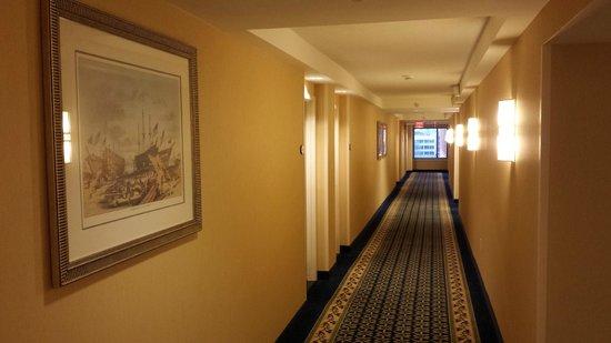 Residence Inn Boston Harbor on Tudor Wharf: Hall way