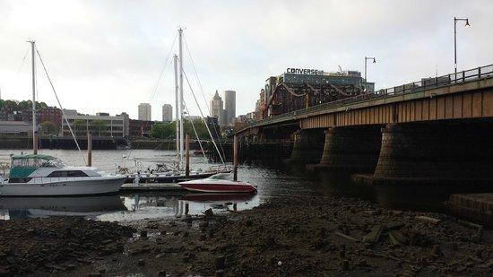 Residence Inn Boston Harbor on Tudor Wharf: Back of hotel