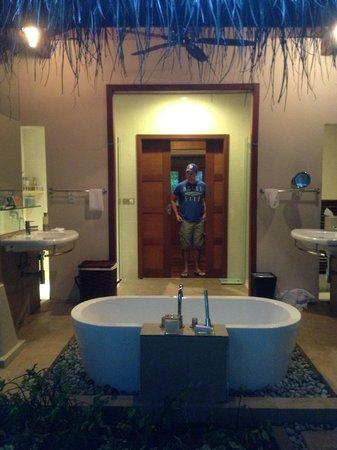 Baros Maldives: Outdoor bathroom in a
