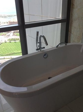 Jumeirah at Etihad Towers: Free standing bath