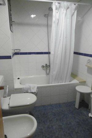 Acta Antibes: vasca e doccia
