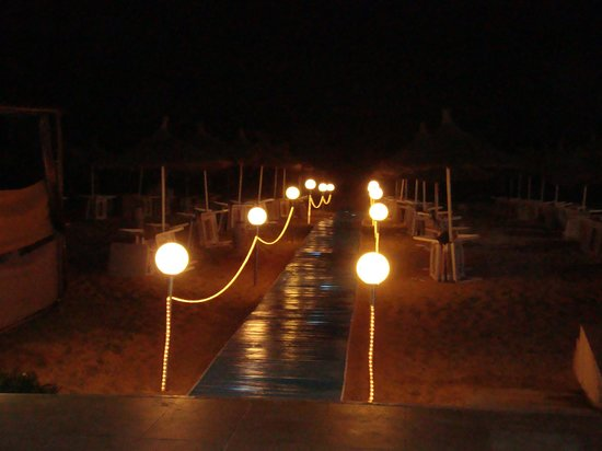 Vincci Nozha Beach Resort: l'entrée de la plage!