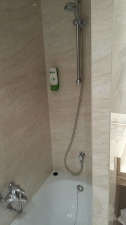 NH Logroño: bathroom