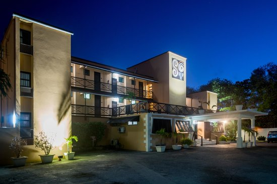 South Gap Hotel: Front of Hotel at Night