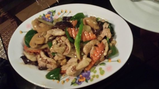 Hang Neak Hotel: Chicken and Vegetables