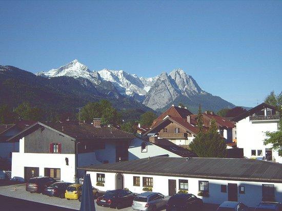 Hotel Garmischer Hof: mountain view