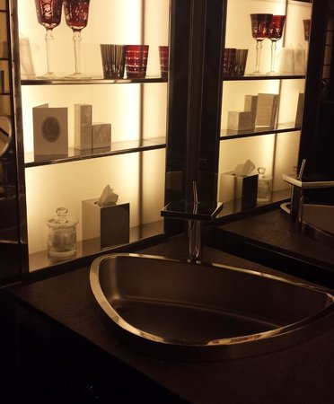 SLS Hotel, A Luxury Collection Hotel, Beverly Hills: Bathroom lighting