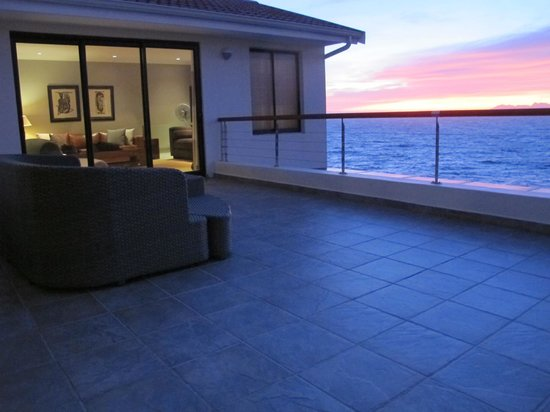 Cliff Lodge: The deck attached to the Ocean Suite