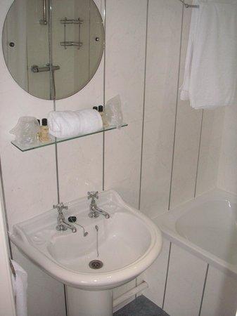 Sir William Fox Hotel: Room 22 - Bathroom