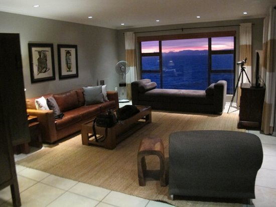 Cliff Lodge: The Living Area equipped with high power binoculars for whale watching