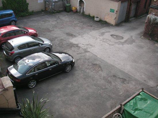 Sir William Fox Hotel: Room 22 - view of carpark