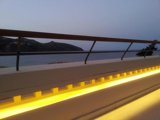 Mirabello Beach & Village Hotel : Evening view from the outside seating area