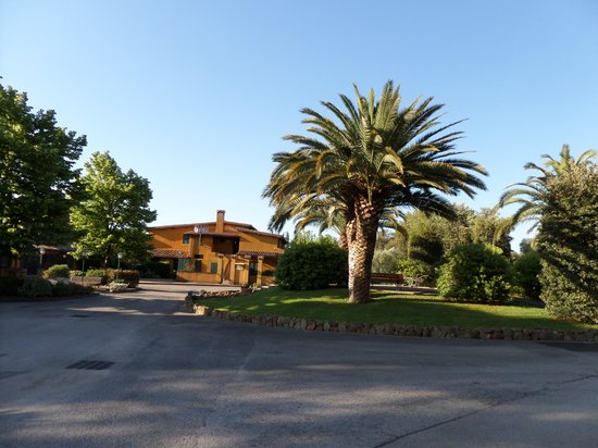 Hotel Selva Candida : View from the entrance garden.