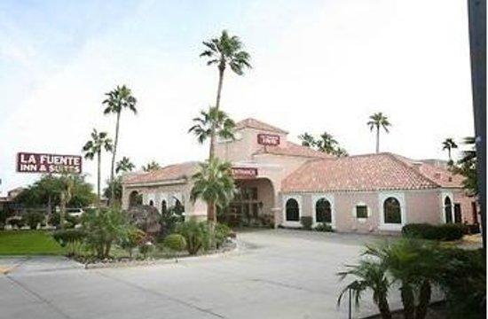 La Fuente Inn & Suites: Yuma LaFuente Inn + Suites