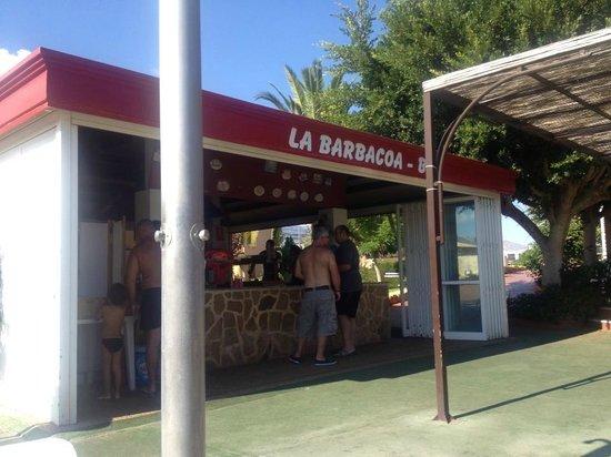 Albir Garden Resort: mini bar by pool