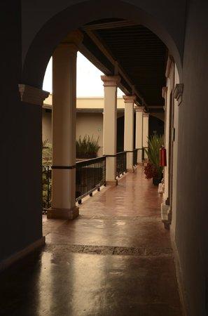Meson de Santa Rosa Luxury Hotel: PASILLOS