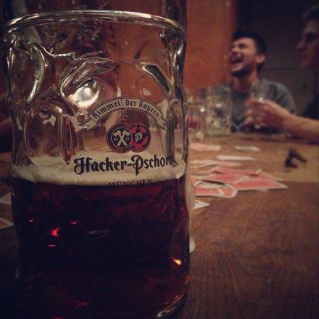 Osteria Rosa Bianca: Ottima birra con gli amici le meglio serate di Verbania!!!