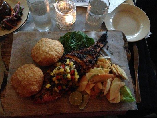La Estacion: Whole fish with green papaya salad & Puerto Rican fry bread