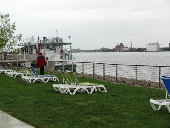 Detroit RiverFront: Lounge Chairs