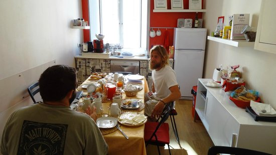 Suites Trastevere: Breakfast at common area