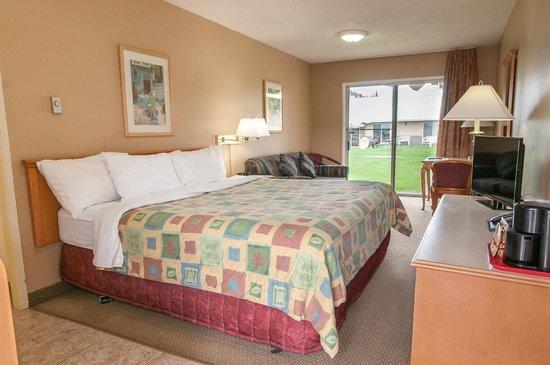 Okanagan Seasons Resort: Standard One Queen/Pullout/Patio doors