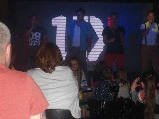 Chaplins Salou : one direction tribute, check the fit reece with blue shirt on ha x