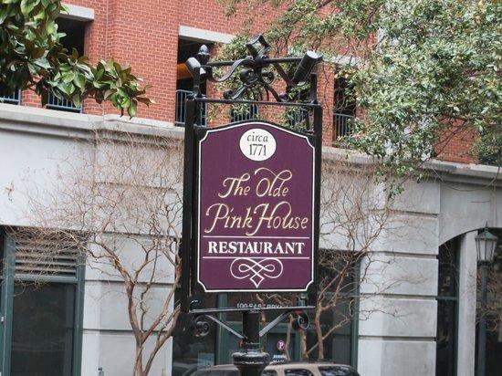 Hampton Inn Savannah - Historic District : Closest historical dining - 1-2 min walk