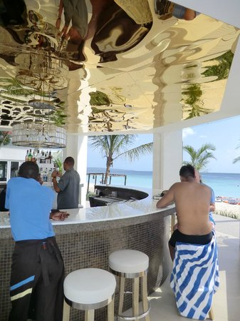 Azul Sensatori Jamaica : Wonderful Modern bar with a view to die for