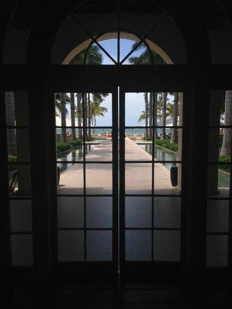 Casa Marina, A Waldorf Astoria Resort : Lobby Facing Beach