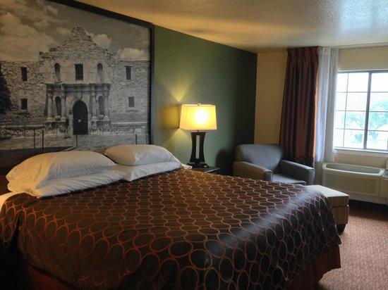 Super 8 San Antonio/Airport: One King bed