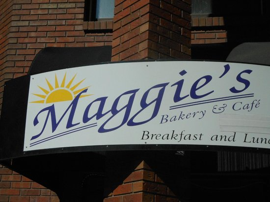Maggie's Bakery & Cafe : Sign