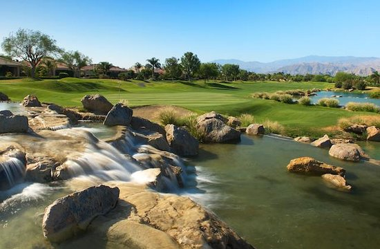Westin Mission Hills Resort - Gary Player Course : Hole 9 Waterfall