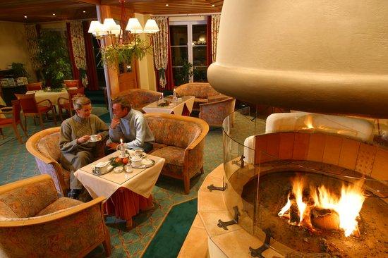 zeitgenossisch kamin gemutlich - gem tlich sitzen am kamin bild von ringhotel nebelhornblick oberstdorf tripadvisor