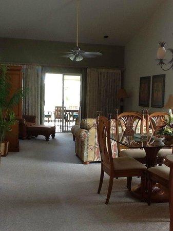Kona Coast Resort: this is the living room