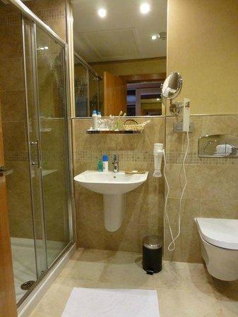 Villa Erina Park Hotel : Modernes Badezimmer, alles neu und sehr sauber