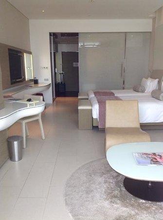 Yas Viceroy Abu Dhabi: our room