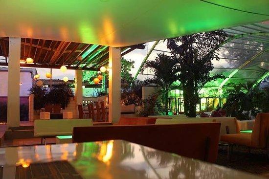 Garden Lounge South