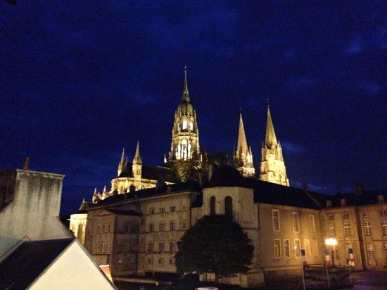 Hotel Reine Mathilde: Bayeux Cathedral, taken from our hotel room window!