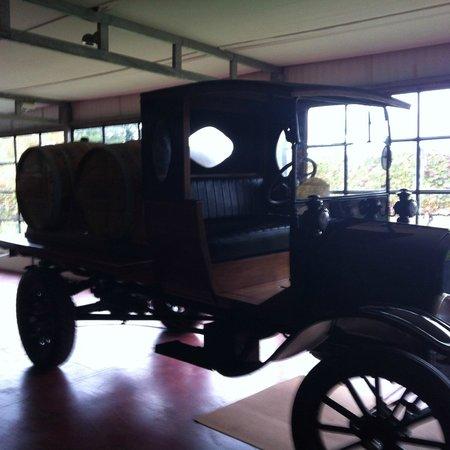 Bodega Bouza: Museu de carros