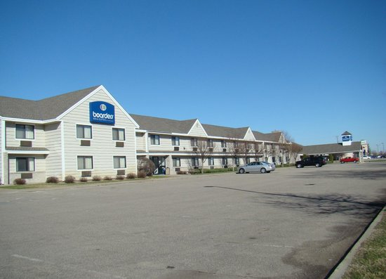 Boarders Inn and Suites by Cobblestone Hotels - Faribault, MN